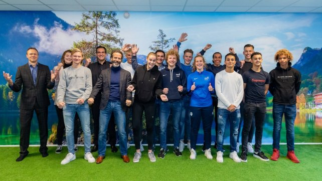 Studenten ondertekenen topsportcontract