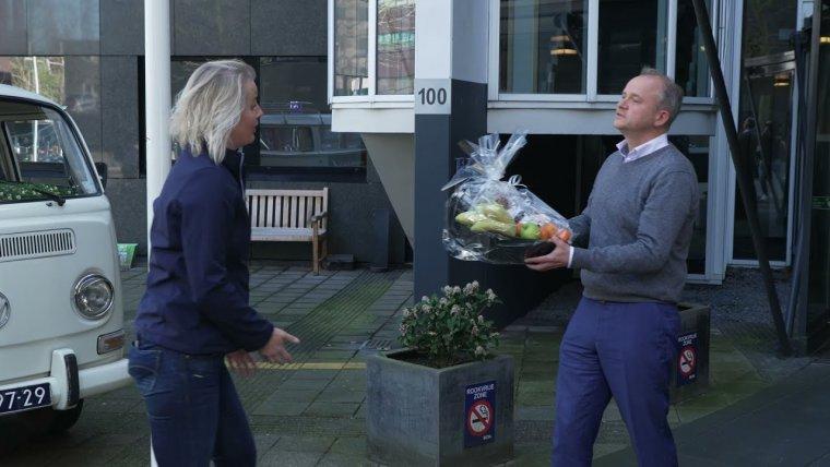 YouTube video - 700 Utrechtse hospitality bedrijven ontvangen verwenpakket voor steun tijdens coronacrisis